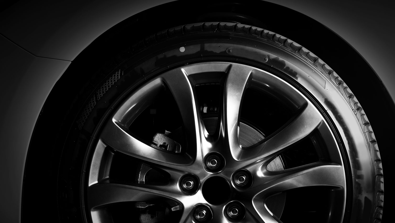 Tire and rim | Georgian Detailing | Barrie Exterior and Interior Auto Care